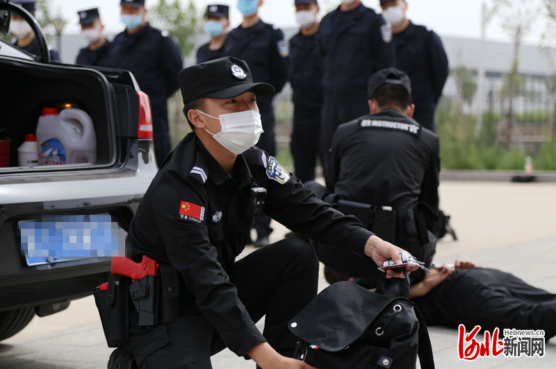 """河北边检总站警务实战教官团开展""""送教下基层""""活动"""