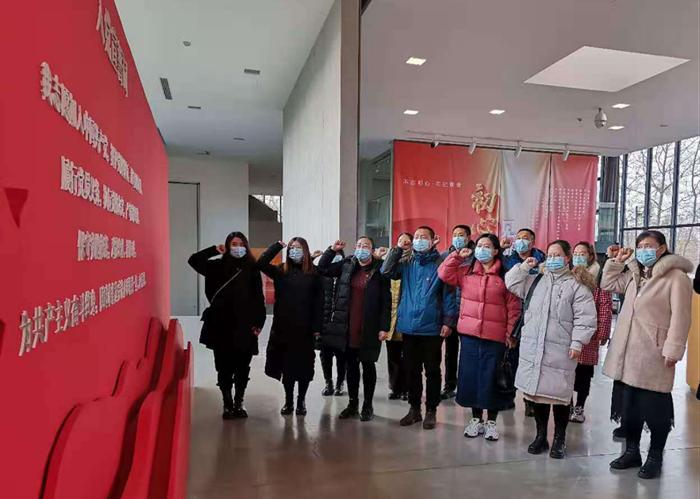 北戴河区委组织各基层支部党员参加主题教育展览